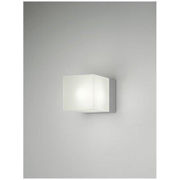 Kube A75 væglampe u/afskærmning hvid (Udstillingsmodel)